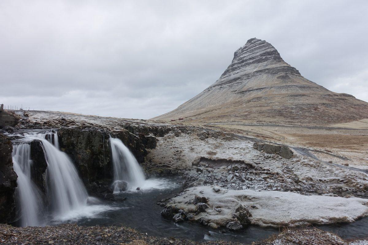 Fjorde und Berge im Schnee